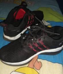 Tênis preto tamanho 33