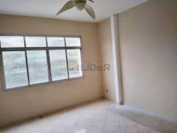Aluga-se apartamento no Centro