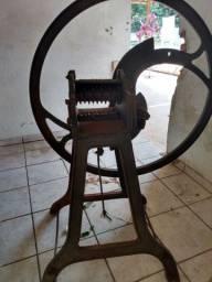 Máquinas antigas de cortar silagem