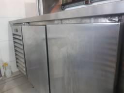 Refrigerador com Pia e Porta Frios e Apoio