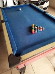 Sinuca com 15 bolas e 5 tacos usados