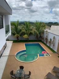 Linda Casa á Venda com 3 suítes Sala de dois ambientes Cozinha Área gourmet Piscina - Cond