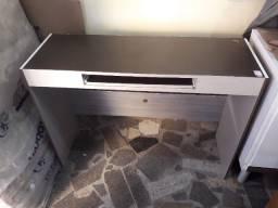 Mesa de computador Cor: marrom escuro c/ maple