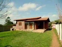 Alugo Casa com piscina em terreno de 500m2