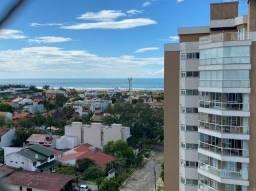 Apartamento com sacada ampla e vista para o mar e rio