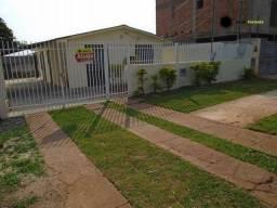 Casa com 3 dormitórios para alugar, 80 m² por R$ 1.300,00/mês - Vila Carlota - Campo Grand