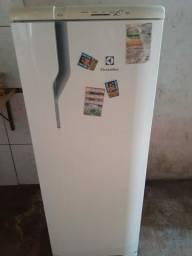 Vende se essa geladeira