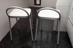 Banquetas em Metal / Couro Ecológico Cinza / Branco 59 cm x 30 cm x 38 cm