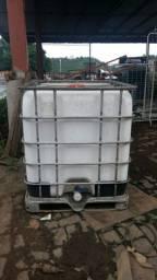 Caixa dagua 1000 litros com base de aço