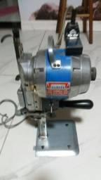 Título do anúncio: Máquina de corte de tecido yamata.