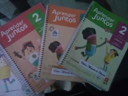 Livros do segundo ano do colégio Dorotéia