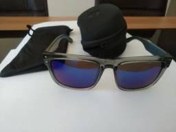 Óculos de Sol marca HB, lente azul espelhado