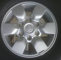 "2 rodas 15"" hilux 2006"