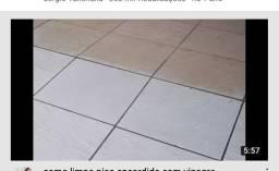 Produto limpa piso 30 reais o galão de 5 litros.