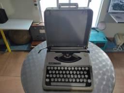 Maquina de Escrever Olivetti com Maleta Original