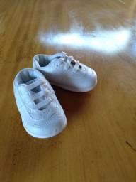 tênis branco  Pimpolho