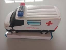 Título do anúncio: Carrinho furgão Iveco ambulância com luz no giroflex