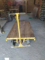 Carrinho de cargas plataforma madeira