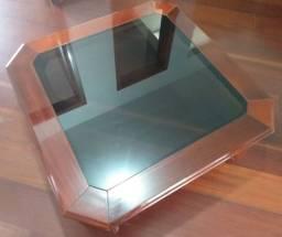 Mesa de centro em madeira e vidro fumê