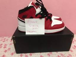 Air Jordan 1 Mid- Chicago White Heel