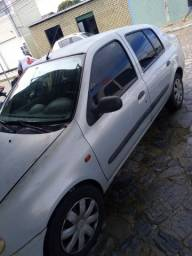 Renault Clio sedan 1.6 16v 2002   R$ 8.000
