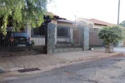 Casa à Venda - 03 Dormitórios - Rolândia/PR