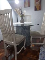 Mesa redonda com tampa de vidro e base de mármore