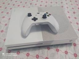 Vendo um Xbox one 500 gigas sem marcas de uso