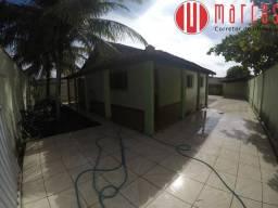 Casa 3 quartos com espaço para construção de área de lazer pertinho da praia.