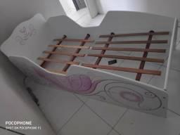 Cama infantil novinha + colchão!