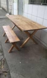 Mesa madeira  maciça 2 metros com bancos .