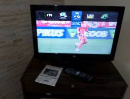 """TV LED LCD 26"""", também usada como monitor para PC. Semi nova."""