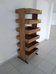 Expositor de madeira