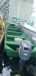Barco com Motor de popa partida elétrica e volante 40hp