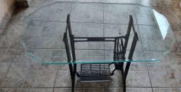 Mesa com pe de máquina