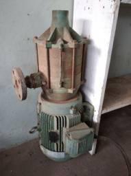 Motor trifásico com bomba multi estágio