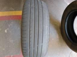 Doa-se 2 pneus aro 15.