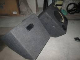 Diversos gabinetes de caixa de som