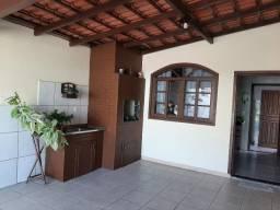 Alugo casa com 3 dormitórios em Balneário Camboriú