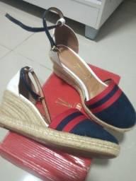 Sandálias  novas na caixa