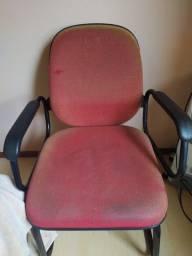 Cadeira vermelha usada