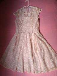 Título do anúncio: Lindo vestido de festa, com cinto de pérolas e colete de pele