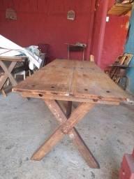 Mesa de madeira grande pra restaurante sem cadeira