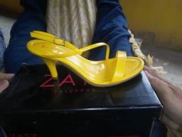Título do anúncio: Vende se 01 sandália ainda na caixa, obs leia o anúncio