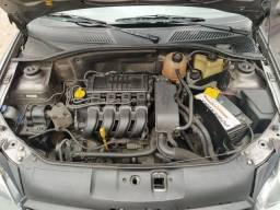 Renault clio sedan.  Oportunidade.
