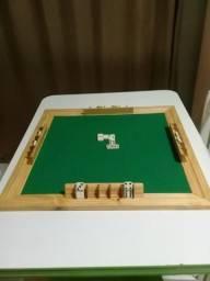 Tabuleiro de dominó vira quadro