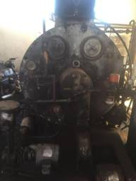 Caldeira a óleo 750 Kilos de vapor e uma Fornalha para lenha