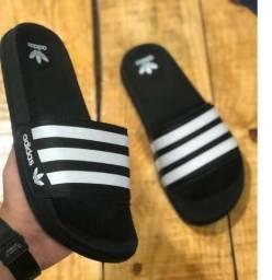 Chinelo Adidas ou Nike Novos
