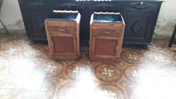 Par de criados mudo, modelo Italiano, com as portas invertidas.