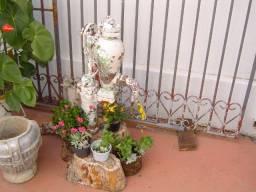 Bomba de agua antiga para decorar seu jardim